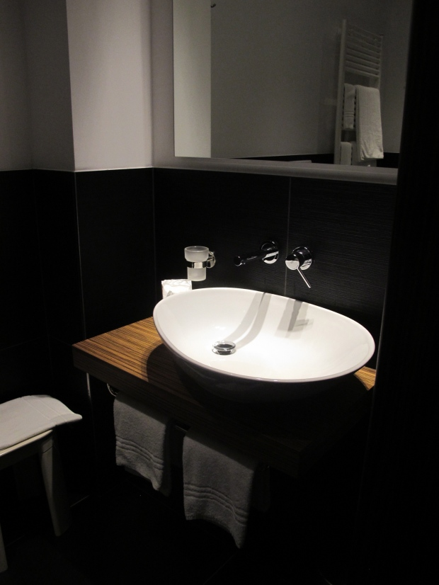 love the sink. Though space is lacking to put anything